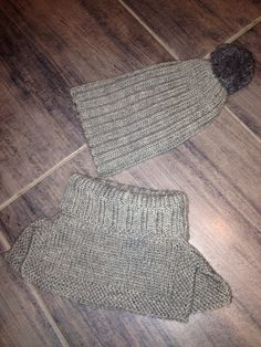 Hat i feil bord med oppskrift – Oppskrifters Baby Vest, Knitting For Kids, Couture, Baby Wearing, Crochet Top, Knitwear, Diy And Crafts, Hats, Women