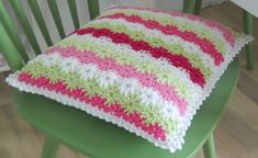 Knitting Plaid and Cute Pillows Crochet Cushion Cover, Crochet Cushions, Crochet Pillow, Crochet Yarn, Crochet Toys, Crochet Stitches, Crochet Patterns, Knitting Projects, Crochet Projects