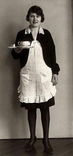 August Sander Café Waitress, 1928-29 © Die Photographische Sammlung/SK Stiftung…