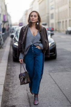 German model Sofia Tsakiridou at the Mercedes-Benz fashion week in Berlin demonstrates the smug tuck Fashion Week Berlin, Casual Chic Outfits, Grunge Outfits, Urban Chic, Street Style Looks, Street Style Women, Shirt Tucked In, Polo Shirt Women, Polo Shirts
