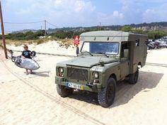 """Novidade! Carro militar p/ Publicidade (9 fotos)  ficha técnica: Land Rover Slll 109"""" Ano 1975 ( Land Rover Ambulância Ex-Militar ) motor 6cyl. 3.5cc Diesel, caixa de 5, travões disco á frente, kit suspenção + alto e """"Parabolic"""", direcção assistida, único em Portugal.  http://www.extreme-village.com/PT/portfolio.asp?PId=127"""