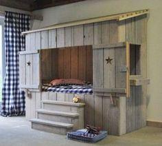 Lit  cabane palettes - DIY : 12 meubles incroyables entièrement fabriqués avec des palettes en bois