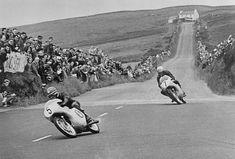 1961 Isle of Man TT Race Luigi Taveri, Mike Hailwood - Motorsport Retro Motorcycle Racers, Racing Motorcycles, Vintage Motorcycles, Street Bikes, Road Bikes, Ex Machina, Road Racing, Vintage Racing, Motogp
