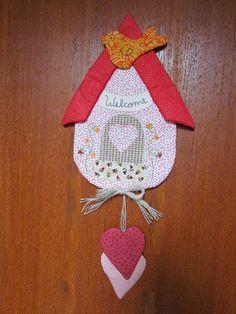 Mais uma casinha para enfeitar a porta e desejar q as visitas sejam sempre bem vindas. by Cáren Alexandra - Menina Palito, via Flickr