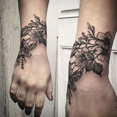 Wrist Wrap - Stunning Floral Tattoos That Are Beautifully Soft And Feminine - Photos