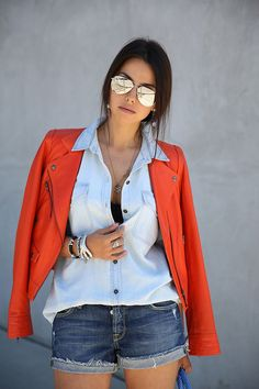 Denim On Denim + Mirrored Aviator Sunglasses Mirrored Aviator Sunglasses, Mirrored Aviators, Sunglasses 2016, Sunglasses Store, Sunglasses Outlet, Look Con Short, Casual Outfits, Cute Outfits, Denim Outfits