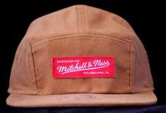 A tradicional marca norte-americana Mitchell & Ness produz a grande maioria das categorias de bonés, com variações de snapbacks, strapbacks, fitteds, toucas, buckets, boinas e 5 Panels. A loja virtual...