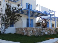 Are you looking for a luxury villa to rent for your holidays on Paros? We have many options for holiday villas and houses on Paros. Paros, Luxury Villa, Greek Islands, Villas, Pergola, Outdoor Structures, Holiday, House, Luxury Condo