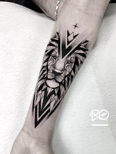 By RO. Robert Pavez The Last geometric Lion Done in Geometric Tattoos Men, Geometric Lion Tattoo, Tribal Tattoos For Men, Tattoos For Guys, Lion Tattoos For Men, Tatoos Men, Tribal Lion Tattoo, Lion Tattoo Design, Lion Design