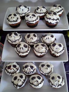 einfach halloween muffins dekorieren muffins dekorieren selber machen mit kindern und spinnennetz. Black Bedroom Furniture Sets. Home Design Ideas