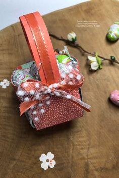 Diese kleine Körbchen sind super als Tischdeko, für den Osterteller oder die Kaffeetafel geeignet und ganz schnell selbstgemacht. #selbermachenfürostern #ostern #bastelnmitpapier #stampinup #kreativierend #osterdiy #bastelninrastede Stampinup, Super, Gift Wrapping, Gifts, Papercraft, Stocking Stuffers, Arts And Crafts, Basket, Creative Ideas