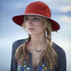 Pistil Marisa Hat Overivew - awesome hat for the beach or hiking! It even floats. #hiking #beach #sunhat