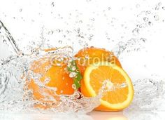 """Fotomurales """"naranja, salpicar, líquido - frutas anaranjadas con salpicaduras de agua"""" ✓ Montaje sencillo ✓ 365 días para devolver ✓ ¡Mira otros diseños de la colección!"""