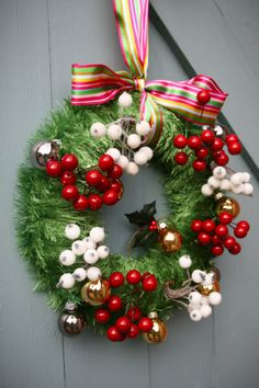 Berry Wreath Berry Wreath, Unique Fashion, Christmas Wreaths, Berries, Interior Decorating, Holiday Decor, Home Decor, Decoration Home, Room Decor