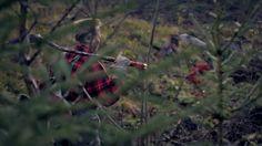 """Työnhakuvideo: Suomalainen mies työtä vailla """"Tämä tarmokas metsien mies, Keski-Suomen korpien kasvatti on monen alan ammattilainen. Hän on nyt vailla työtä, jota saa tehdä tällä samalla tarmolla ja intohimolla. Onko sinulla työ tekijäänsä vailla?"""" LinkedIn: linkd.in/ZVq9nx"""