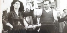 Τρίτη του Πάσχα η Κοντάραινα Λευκάδας γιόρταζε πάντοτε με ζυγιές και χορούς - aromalefkadas - Ενημερωτική ιστοσελίδα της Λευκάδας Greek Costumes, Folk Dance, Corfu, Greeks, Folk Costume, Islands, Traditional, Concert, Clothes