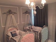 Quarto de gêmeos: 5 dicas para decorar e 60 ideias (FOTOS!!!) Baby Cribs For Twins, Twin Baby Rooms, Cute Baby Twins, Nursery Twins, Baby Bedroom, Nursery Room, Baby Room Themes, Baby Room Decor, Dream Baby