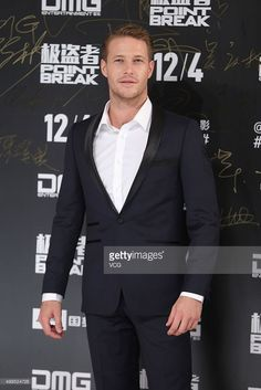 actor-luke-bracey-attends-point-break-premiere-on-december-1-2015-in-picture-id499524728 (683×1024) Mens Fashion Suits, Male Fashion, Fashion Models, Luke Bracey, Point Break, Lucky Luke, Evolution Of Fashion, Different Dresses, Famous Men