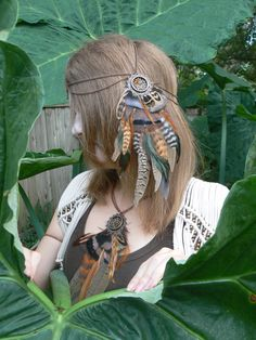 head chain dreamcatcher feather head chain headdress Earthtone halo head piece in tribal Native American boho gypsy hippie hipster style Style Hipster, Hipster Fashion, Wedding Headdress, Feather Headpiece, Feather Jewelry, Silver Jewelry, Native American Wedding, Native American Headdress, Hair Scarf Styles