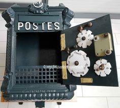 remise en peinture de la boite aux lettres mougeotte type 1 1900 comme elle était à l'époque. Elle est disponible à la location pour votre mariage ou pour tournage de film.