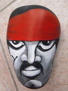 Acrylique sur cailloux Mon dernier pirate breton ^^ je passe au personnages illustres et aux légendes bretonnes bien sûr ! @+ Aëlore