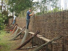 Great idea for a fence Great idea for a fence - Great idea for a fence Great idea for a fence Informations About Tolle Idee für einen Zaun Tolle I - Outdoor Projects, Garden Projects, Fence Design, Garden Design, Cerca Natural, Wattle Fence, Garden Fences, Fence Gate, Willow Fence