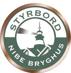tyrbord er den mest komplekse ale fra Nibe Bryghus. Inspirationen kommer fra Skotland, og det er tilstræbt at brygge en ale, der er mørk som en stout, men med en mere aromatisk smag fra humlen og med mindre smag af mørkristet malt. Styrbord er brygget med rigelige mængder münchener- og karamelmalt. Lidt røgmalt og to slags mørkristet malt giver spændende nuancer af røg, kaffe og chokolade. Amerikansk Amarillohumle giver sammen med Northern Brewer, foruden en afbalanceret bitterhed, en…