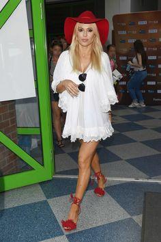 Dorota Rabczewska Teen, Shirt Dress, Shirts, Dresses, Fashion, Red Shoes, Celebrity Women, Vestidos, Moda