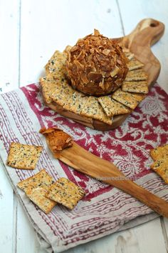 Omgomgomg: Vegan Buffalo Cheddar Cheese with Coconut Bacon