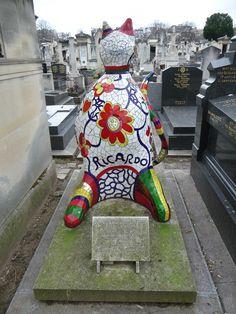 Chat de Ricardo, Niki de Saint Phalle, tombe dans le cimetière du Montparnasse, Paris 14e (75), 22 janvier 2012, photo Alain Delavie