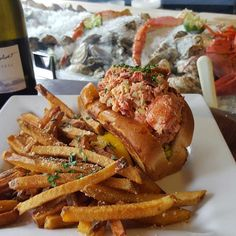 Where to find the best lobster rolls in New England Best Lobster Roll, Lobster Rolls, Kimball Farm, Beach Snacks, Boothbay Harbor, Oyster Bar, Clam Chowder