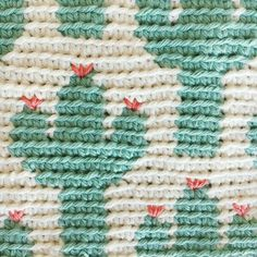 Cactus Zipper Pouch The Cactus Zipper pouch is crocheted using the modified single crochet stitch for tapestry crochet which creates straight vertical lines of stitches. You can learn how to do th… Diy Crochet Bag, Crochet Hook Case, Crochet Cactus, Crochet Pouch, Crochet Yarn, Crochet Stitches, Tapestry Crochet Patterns, Crochet Purse Patterns, Pouch Pattern