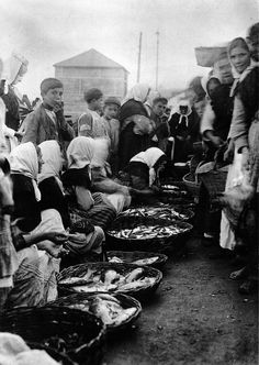Selling the fish, Bueu Spain Culture, As Time Goes By, Nikon Photography, Women In History, Light And Shadow, Vintage Photographs, Sea, Matilda, Romania