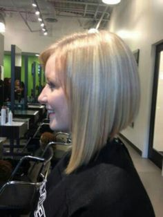 Above the shoulders one length triangular cut