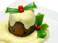 Here is a super fast Microwave Christmas Pudding, because Christmas is busy enough! This recipe is delicious, easy and super fast! Xmas Pudding, Christmas Pudding, Squash Pie, Creative Food, Christmas Traditions, Favorite Holiday, Menu, Yummy Food