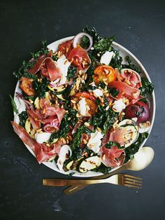 Salad with grilled peach and zucchini, buffalo mozzarella and Serrano ham Yummy Eats, Yummy Food, Waldorf Salat, Food N, Food And Drink, Salad Recipes, Healthy Recipes, Dinner Is Served, Recipes From Heaven