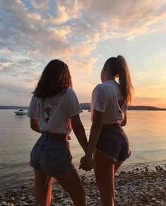 There's no one like your BFF! Here some cute phot ideas for that BFF goal! Cute Friend Pictures, Best Friend Photos, Best Friend Goals, Cute Bestfriend Pictures, Cute Bff Pictures, Bff Pics, Holiday Pictures, Squad Pictures, Girl Pics