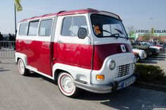 Renault Estafette. Truck Camper, Camper Van, Cool Vans, Mobile Shop, Power Cars, Minivan, Camping Car, Van Life, Old Cars