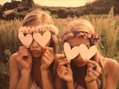 """Put """"BFF""""/""""Sister"""" and an arrow pointing on the hearts :) Bff Pictures, Best Friend Pictures, Friend Photos, Bff Pics, Senior Pictures, Pretty Little Liar, Shooting Photo Amis, Polaroid Foto, Billy Kidd"""