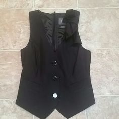 Armani Exchange Vest with abstract bow Amazing condition -buttons bow and and back that can be adjusted for size. A/X Armani Exchange Tops