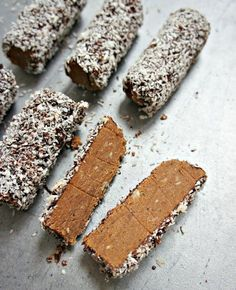 Chocolate truffles - Recipe for easy, delicious and healthy truffle bars Köstliche Desserts, Delicious Desserts, Yummy Food, Sweet Recipes, Snack Recipes, Dessert Recipes, Healthy Candy, Danish Food, No Sugar Foods