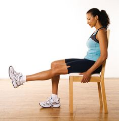 Extensions des jambes, assis http://www.plaisirssante.ca/ma-sante/forme/4-exercices-pour-raffermir-le-bas-de-votre-corps?slide=2 #fitness