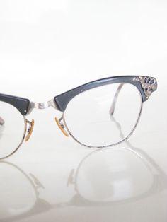 cba9708302 Vintage CAT EYE Art Craft Eyeglasses Glasses Optical Frames Womens Ladies  Mad Men 1950s MODERN  85