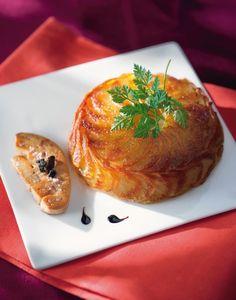 GATEAU DE POMMES ANNA & FOIE GRAS POELE (Pour 4 P : 300 g Foie gras de canard cru, 1 kg pommes de terre moyennes (belle de Fontenay ou Charlotte), 100 g beurre, 10 cl jus de truffe en boîte, sel, poivre)