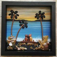 ENVÍO GRATIS Esto se realizará a la orden: Familia de tres se sienta en un banco en la playa viendo el atardecer (cualquier número de personas que puede agregarse o mascotas). Esto también haría el regalo de un abuelo maravilloso. Situado en un fondo de pintado a mano. Materiales utilizados son de guijarros, rocas, conchas, musgo seco, desierto plantas/ramas. El marco de cristal 9 x 9 incluido está extremadamente bien hecho (madera, pintado en acrilicos negro), listo para su visualiz...