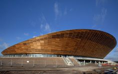 London 2012 Velodrome / Hopkins Architects - homogenous wooden facade with sublte openings Timber Roof, Timber Buildings, Unique Buildings, Amazing Buildings, London Olympic Park, Hopkins Homes, London 2012 Game, Hopkins Architects, Places