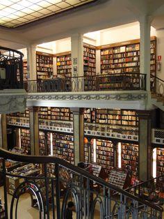 Librería Puro Verso, Montevideo, Uruguay Peatonal Sarandí 675
