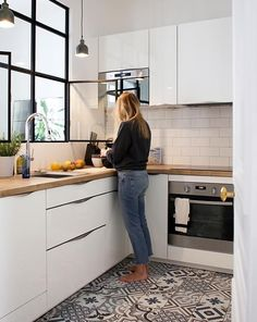 white kitchen design ideas for the heart of your home 00021 ~ Gorgeous House Küchen Design, Home Design, Interior Design, Design Ideas, Kitchen Carpet, Kitchen Flooring, Kitchen Tiles, Kitchen Worktop, Design Kitchen