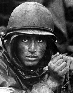 Vietnam War, ~ Such a powerful photo ~ Vietnam War Photos, North Vietnam, Vietnam Veterans, American War, American History, American Soldiers, Usmc, Marines, Famous Photographers