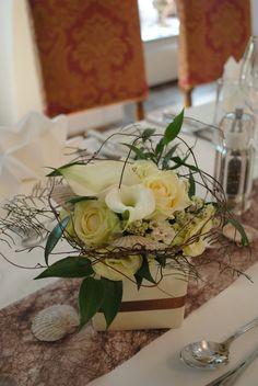 Blumenschmuck Table Decorations, Furniture, Home Decor, Environment, Floral Headdress, Wedding, Decoration Home, Room Decor, Home Furnishings